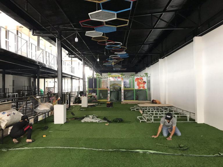 thảm cỏ nhân tạo khu vui chơi Peter House